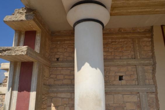 Опорные колонны дворца