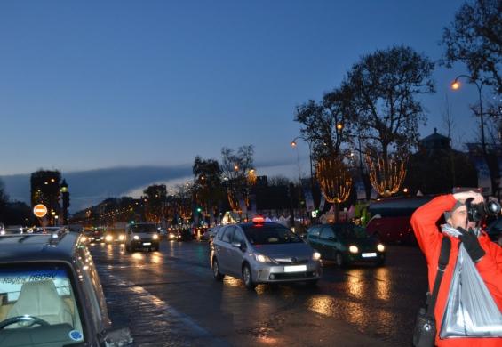 фото вечернего Парижа