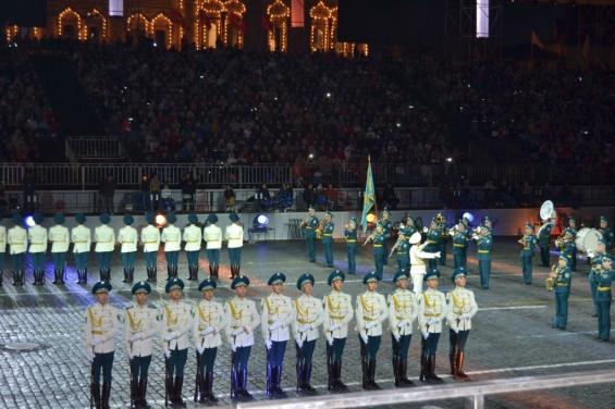 Оркестр из Казахстана с русскими народными мелодиями