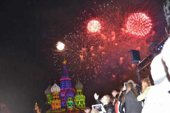 Салют над Спасской башней Кремля!