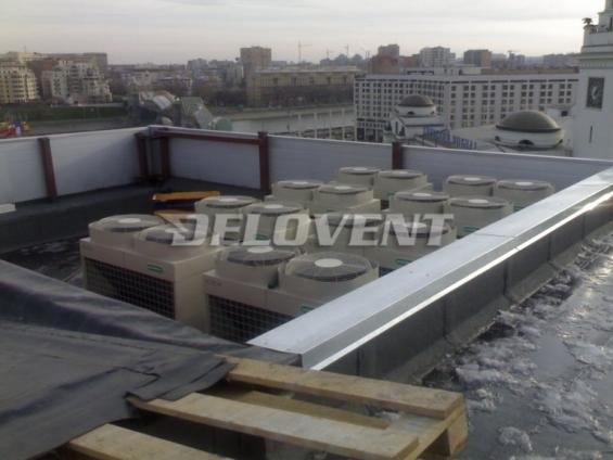 кондиционеры на крыше торгового центра